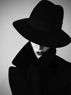 Black and White Photography of Women: How Take Beautiful Pictures – Black and White Photography Fashion Photography Inspiration, Beauty Photography, Portrait Photography, Photography Lighting, Black And White Portraits, Black And White Photography, Shooting Photo, Black N White, Photo Art