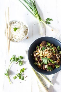 En ce moment je suis dans ma période «cuisine Thaï». C'est une cuisine que j'apprécie beaucoup, car je la trouve très légère et surtout pleine de saveur! Préparez-vous donc certainement à retrou...