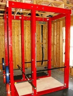 Homemade power rack made out of wood and pipe. Homemade Gym Equipment, Diy Gym Equipment, No Equipment Workout, Fitness Equipment, Home Made Gym, Diy Home Gym, Home Gym Design, Diy Design, Diy Power Rack