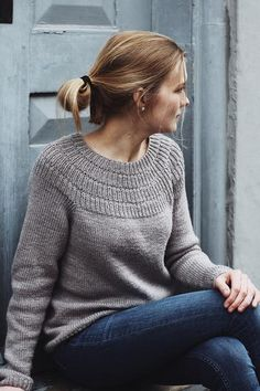 Free and Crochet Sweater Pattern! This Year Modern and Stylish Crochet Pattern Ideas Part 4 ; knitting sweaters for beginners; Sweater Knitting Patterns, Knit Patterns, Hand Knitting, Knitting Sweaters, Poncho Style, Anchor Sweater, Work Tops, Pulls, Knit Crochet