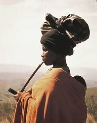 Xhosa: woman in Eastern Cape smoking pipe Tribal African, Tribal Women, South Afrika, Xhosa, Dope Art, Black Is Beautiful, Beautiful People, People Of The World, African History