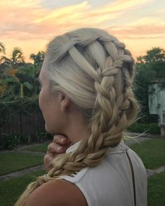 If you invite me over I may end up braiding all your friends' hair... can't help myself! Thanks for a great night @woogsworld