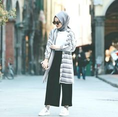 Ideas Style Hijab Casual Simple Kulot style 606156431083201769 Source by . Ideas Style Hijab Casual Simple Kulot style 606156431083201769 Source by Modern Hijab Fashion, Street Hijab Fashion, Muslim Fashion, Fashion Outfits, Classy Fashion, Party Fashion, Petite Fashion, Fashion Fashion, Face Fashion