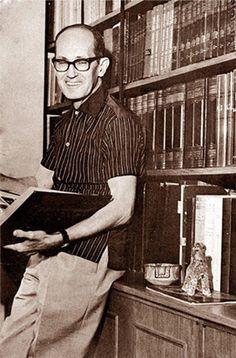 Carlos Drummond de Andrade (Itabira, 31 de outubro de 1902 — Rio de Janeiro, 17 de agosto de 1987)