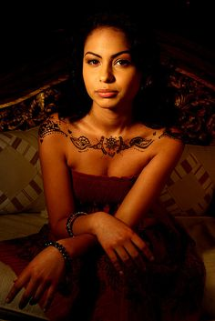 I love the idea of henna across your collarbone