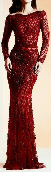 Red dress. Vermelho sensação..