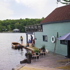The original historic boathouse of Fairview island on lake Rousseau, near Port Carling Muskoka. The island sold and the boathouse has unfortunately been replaced with a new one since the article was written. Cute Cottage, Old Cottage, Cottage Style, Cottage Ideas, Lakefront Property, Boathouse, Cottage Interiors, Cottage Design, Lake Life