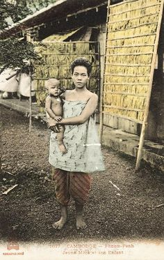 """Phnom Penh, Cambodia, Royal Dancer Photo by Alex Jones/Daily News Correspondent.Joel Montague, author of """"Picture Postcards of Cambodia, . Old Photos, Vintage Photos, Khmer Tattoo, Cambodian Art, Khmer Empire, Picture Postcards, Royal Ballet, Phnom Penh, God Pictures"""