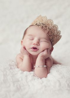 Don't miss to take photos of precious moments of your newborn baby girl. Here are Cute Newborn Photos for Baby Girl Ideas for you. So Cute Baby, Baby Kind, Newborn Shoot, Baby Girl Newborn, Newborn Baby Ideas, Cute Babies Newborn, Newborn Crown, Newborn Baby Photos, Baby Boy