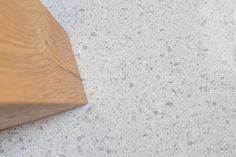 Světlá cementová podlaha Lixio s mramorovou drtí, podlahy BOCA Group. / Light cement floor Lixio with the marble parts. Italian Marble, Terrazzo, Bamboo Cutting Board, Concrete, Flooring, Elegant, Stone, Holiday, Outdoor Shutters