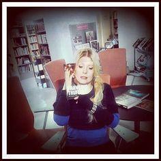 Saanko esitellä, Kallion Catherine Deneuve! ♡ #bookface #bookfacefriday #kallionkirjasto #kirjasto #kallio  http://instagram.com/kallionkirjasto