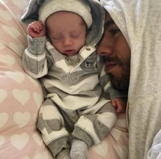 OMG This is so cute ❤️ perfect daddy ❤️ #enriqueiglesias