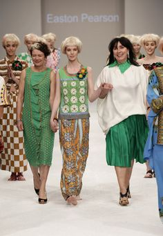 Today, how Lydia Pearson helped begin an Australian fashion revolution. (Lydia is pictured here on the left at Australian Fashion Week in 2012 - image by Ian Golding) Classic Outfits, Cool Outfits, Cruise Collection, The Design Files, Art Clothing, Designer Clothing, Green Pattern, Australian Fashion, Festival Fashion