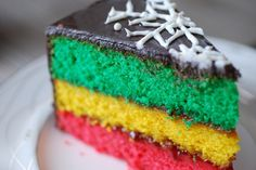 Italian Rainbow Cookie Cake - I've been hunting for this recipe for months! I love, love, love Italian Rainbow cookies, so I can't wait to try making the cake version! Bolo Rasta, Rasta Cake, Food Cakes, Italian Rainbow Cookie Cake Recipe, Italian Cookies, Köstliche Desserts, Delicious Desserts, Rainbow Desserts, Rainbow Cakes