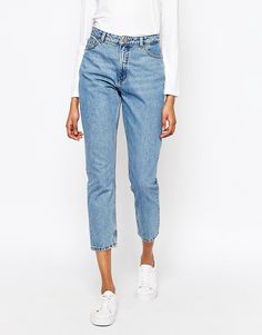 Discover high waisted jeans for women at ASOS. Shop from a range of skinny, ankle, ripped and flared high waisted jean styles. Order today at ASOS. White High Waisted Jeans, High Waist Jeans, Latest Fashion Clothes, Fashion Pants, Gq Fashion, Fashion Online, Beste Jeans, Mom Jeans Outfit, Asos