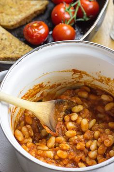 Vegetarian Baked Beans - ready in 15 minutes and taste just as good as Heinz! | hurrythefoodup.com