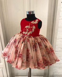 A gorgeous organza floral frock with handcrafted satin flowers and cut dana petals for a vintage theme… Source by madhurinoti Blouses Baby Girl Dress Patterns, Baby Dress Design, Frock Design, Little Girl Dresses, Girls Dresses, Frocks For Girls, Baby Girl Fashion, Kids Fashion, Trendy Fashion