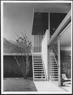 The Richard Neutra Kaufmann House photographed by Julius Shulman.  Click the pic to see more!