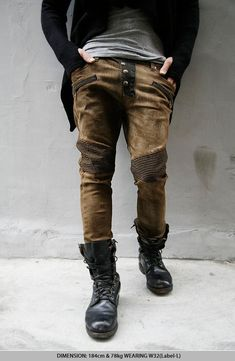 Freaking awesome. The kind of get up my partner would wear that I'd be jealous of! Great combat boots, utility jeans and sweater with thumb holes. Love. <3