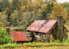 abandoned farm house somewhere in the mountains of North Carolina