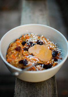 Carrot Cake Oatmeal (no recipe, just idea) Carrot Cake Oatmeal {rolled oats // almond milk // 1 shredded carrot // 1 mashed banana // cinnamon // sea salt // raisins // coconut // peanut butter}