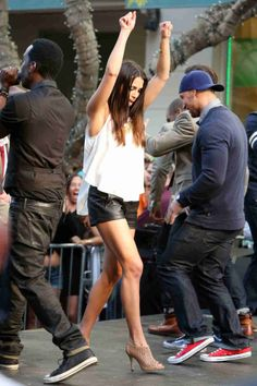 The Bachelorette Season Episode Andi Dances on Stage Cool Street Fashion, Street Chic, Street Style, Andi Dorfman, Lover Dress, Hollywood Stars, Short Outfits, Outfit Of The Day, Celebrity Style