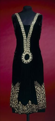 Evening dress, Jean Patou, c. 1926.  Galliera musée de la Mode de la Ville de Paris.