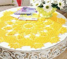 Bom dia gente querida!     Separei duas amarelinhas lindas para deixar qualquer mesa, seja qual for o tamanho dela, mais charmosa e ale...