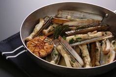 Couteau au beurre aillé Clam Recipes, Cooking Recipes, One Pot Pasta, Sashimi, Clams, Fish And Seafood, Asparagus, Tapas, Pork