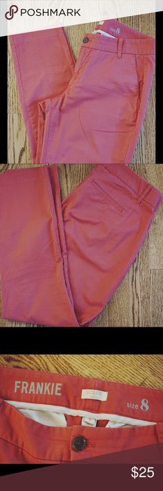 """J.Crew (Factory) Nantucket Red Crop Pants - size 8 J.Crew factory Nantucket red crop pants in size 8. Pant length hits right around the ankle (I'm 5'4""""). Super cute & preppy with a striped 3/4 shirt and some Sperrys! J.Crew Factory Pants Ankle & Cropped"""