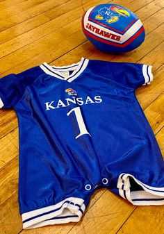 Kansas Jayhawks Baby Blue Football Short Sleeve One Piece - 3180876 Kansas Jayhawks Basketball, Kentucky Basketball, Duke Basketball, College Basketball, Basketball Players, Soccer, University Of Kentucky, Kentucky Wildcats, Blue Football
