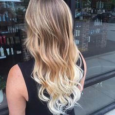 If you want a hair style that is considered to be low-maintenance, won't leave you in the salon every few weeks, doesn't matter if you let your roots grow out and can even be done from the comfort of your own home, you need to look no further. The answer is simple – balayage. Almost …