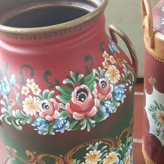 Rosemaling Pattern, Norwegian Rosemaling, German Folk, Mexican Furniture, Tole Painting Patterns, Pintura Country, Painted Chairs, Russian Art, Paint Designs