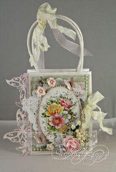Audhilds Hobbyblogg: Stempelglede Design Team Call 2014. © Audhild Ljones Gift Baskets For Women, Holiday Gift Baskets, Creative Gift Wrapping, Creative Gifts, Craft Bags, Craft Gifts, Decorated Gift Bags, Shabby Chic Cards, Paper Gift Bags
