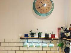 Kitchen cups mint clock