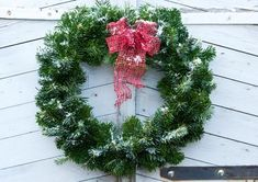 Tee havukranssi oveen | Meillä kotona Christmas Wreaths, Projects To Try, Diy Crafts, Holiday Decor, Red, Home Decor, Touch, Decoration Home, Room Decor