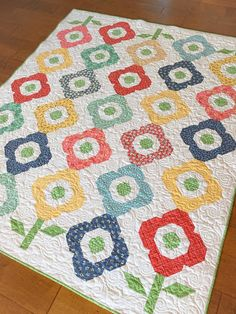 Pretty Primrose quilt made by Carried Away Quilting - from the book Fat Quarter Style! Lap Quilts, Mini Quilts, Quilt Blocks, Patchwork Quilting, Quilting Tutorials, Quilting Projects, Sewing Projects, Quilting Ideas, I Spy Quilt