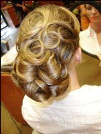 Looks vintage ! Mom Hairstyles, Formal Hairstyles, Pretty Hairstyles, Wedding Hairstyles, Bridal Hair And Makeup, Hair Makeup, Pentecostal Hairstyles, Stylish Haircuts, Updo Tutorial