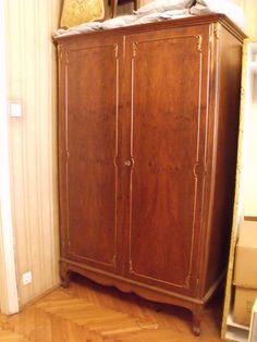 Neobarokk stílusú kétajtós, polcos szekrény