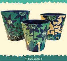 dolores pardo objetos (@vialola.tienda) | Instagram photos and videos Pottery Painting Designs, Pottery Designs, Paint Designs, Pottery Art, Painted Plant Pots, Painted Flower Pots, Decorated Flower Pots, Jar Art, Pot Plante