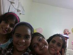 Yo mis amigas y mi hermana! Sisters, Girlfriends