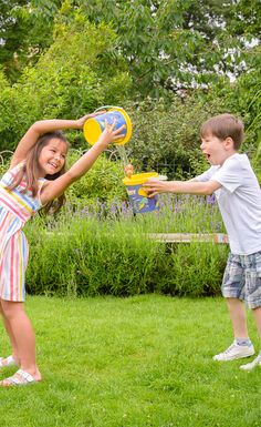 Becky's Bucket Challenge Can your kids help Marlin and Nemo get to Dory in this fun (and wet!) pass the bucket game? Inspired by Disney·Pixar's Finding Dory, this splashtastic game is perfect to play at summer parties in the garden. Players: 3+ What You'll Need 1 bucket per player Water Small toy(s)