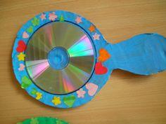 Spiegels gemaakt van een oude cd, met op de achterkant het liedje voor mama. *liestr*