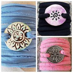 Armbänder für Mädchen aus Keramik, mit weichem Textilband...von Kreatives by Petra      #keramik #ceramic #ton #töpfern #töpferei #plattentechnik #Glasur #glaze #glasurbrand #glazebrand #botz #schmuck #jewellery #Anhänger #pendant #schmuckanhänger #jewelrypendant  #keramikanhänger #Unikat #handmade #handgemacht #Kunsthandwerk #Handwerk #DIY #geschenk #present #Meer #ocean #fisch #fish #Mädchen #girls #kids #textilband #schmuckband #jewelrybelt #geschenk #Muschel #rakete #rocket #shell Kids Rugs, Seashells, Arts And Crafts, Canvas, Creative, Gifts, Kid Friendly Rugs, Nursery Rugs