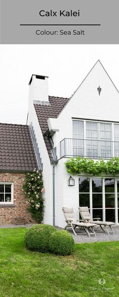 Transform your exterior facade with a coat of Kalei facade paint, available in more than 120 colours!  What kind of colour would you choose?  In this photo: Calx Kalei in the colour Sea Salt Credits: Tijdloos Wonen, Jansje Klazinga  #pureoriginal #kalei #exterior #facade #facadepaint #sustainable #paint