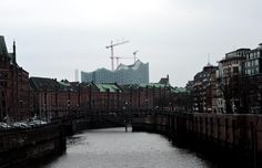 Building the opera house. Contrasts in Hamburg. by Oliver Brecht