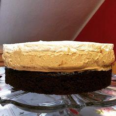 En güzel mutfak paylaşımları için kanalımıza abone olunuz. http://www.kadinika.com Chocolate Chip Brownie with Coffee Cream & Cream