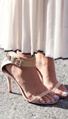 Oscar de la Renta heels - Street Style at Spring 2014 Fashion Week - Marie Claire Marie Claire, Fashion Week, High Fashion, Walk This Way, Spring Street Style, Mani Pedi, Spring 2014, Stiletto Heels, Kitten Heels