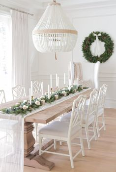 30 Fabulous Winter White Christmas Decor Ideas For Dining Rooms Christmas Tablescapes, Christmas Decorations, Table Decorations, Table Design, Dining Room Design, Dining Rooms, White Dining Room Table, Dining Tables, Chair Design