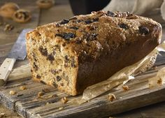 A simple but delicious date & walnut loaf cake – perfect with an afternoon cuppa! Loaf Cake, Bread Cake, Date And Walnut Loaf, Tea Loaf, Just Cakes, Home Baking, Quick Snacks, Healthy Treats, Tray Bakes